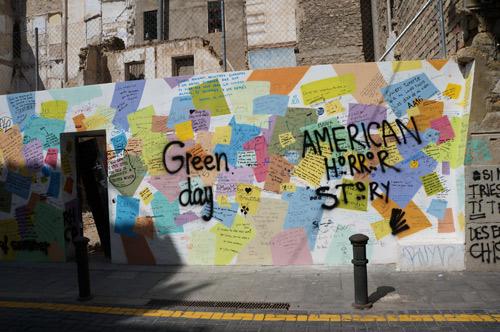 Alicante: runoja muurissa